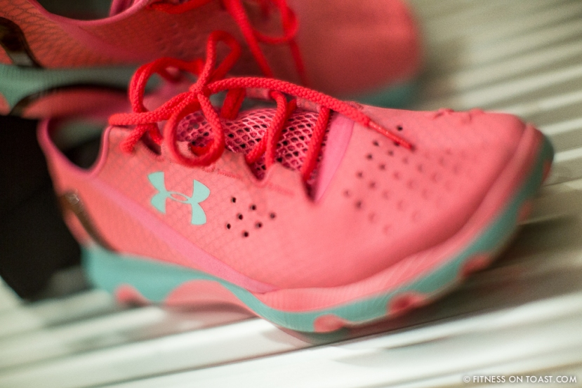 Fitness On Toast Faya Blog Under Armour SpeedForm Apollo Running Shoe Pink Girl Ladies Barefoot Bare Foot Run Heel cushion air sole fabric breathable launch press blogger-2